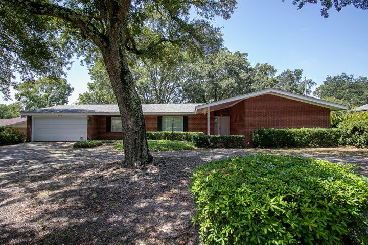 284 Oakwood Dr, Gulfport, MS 39507