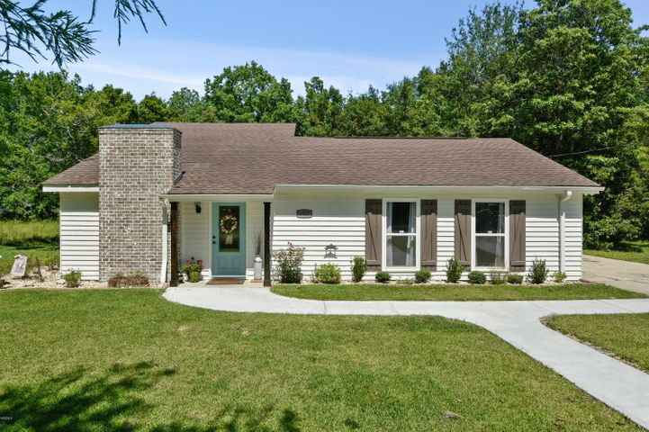 1017 Lincoln Dr, Bay St. Louis, MS 39520