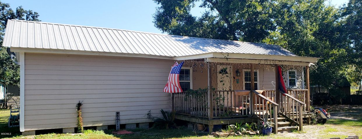 605 W Old Pass Rd, Long Beach, MS 39560