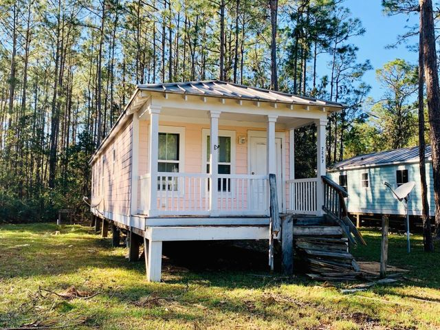 7263/7267 Walthall St, Bay St. Louis, MS 39520
