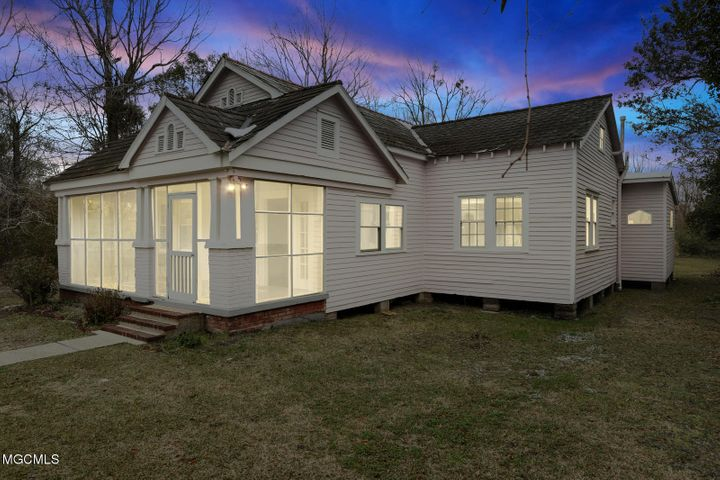 507 Jeff Davis Ave, Waveland, MS 39576