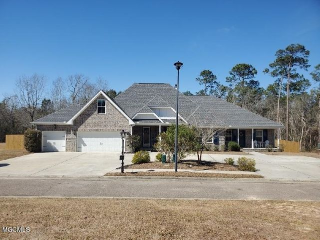 7437 Aberdeen Dr, Pass Christian, MS 39571