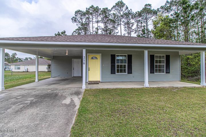 210 Dogwood St, Waveland, MS 39576