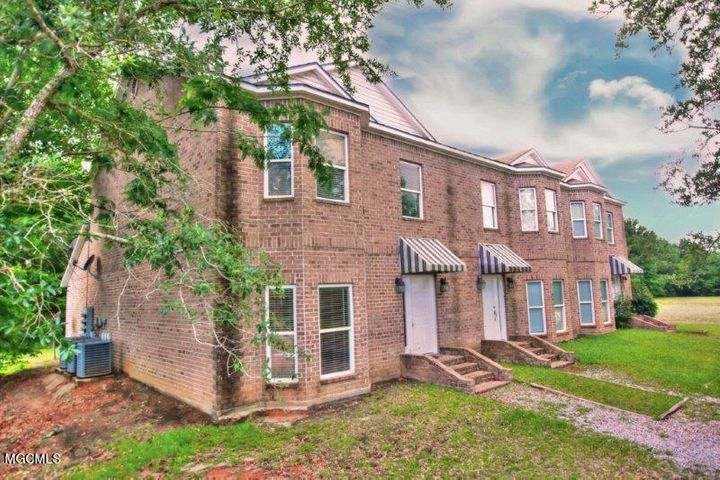 10092 Mclaurin St, Bay St. Louis, MS 39520