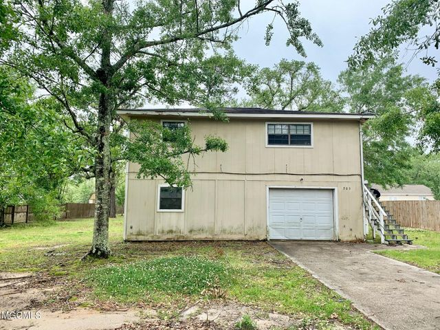 705 Boyd St, Waveland, MS 39576