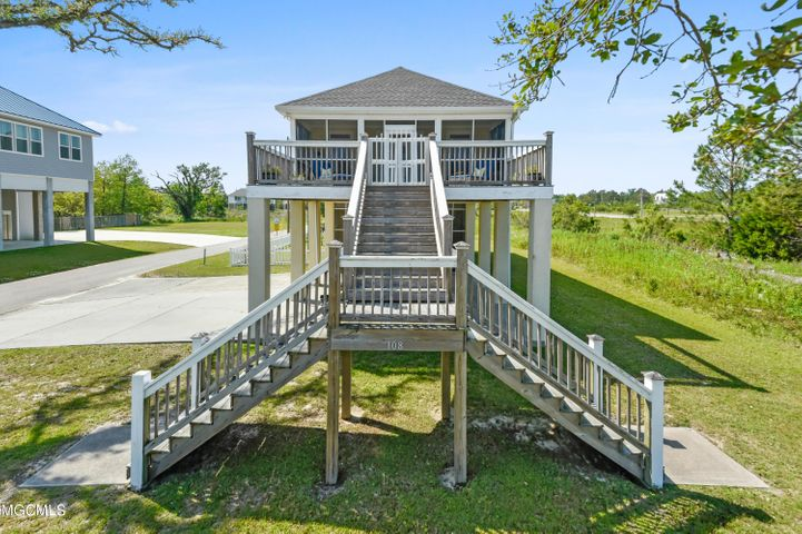 108 S Beach Blvd, Waveland, MS 39576