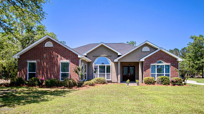 22426 Heritage Dr, Pass Christian, MS 39571