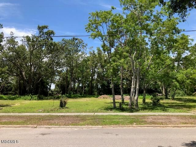 125 Holiday Ave, Pass Christian, MS 39571