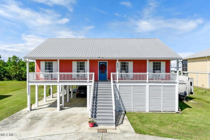 208 Sandy St, Waveland, MS 39576