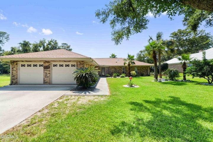 108 S Seashore Ave, Long Beach, MS 39560