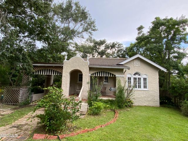119 Shadowlawn Ave, Pass Christian, MS 39571