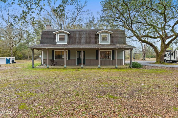 LOCATION LOCATION LOCATION! 3 bedroom 2 1/2 bath home in great location. Close to the park and golf course and schools! Home sits on 3.16 acres on quiet street.  Also has a 1 bedroom 1 bath apartment with full kitchen.  Completely handicap accessible. Could be great income potential.