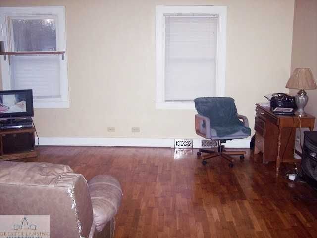 601 Denver Ave - Living room - 3