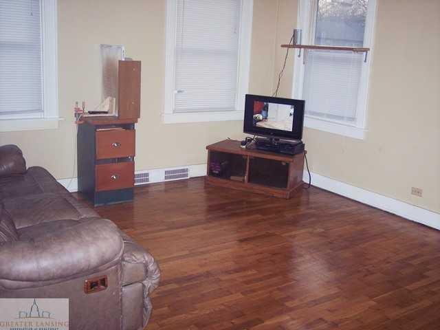 601 Denver Ave - Living room - 4