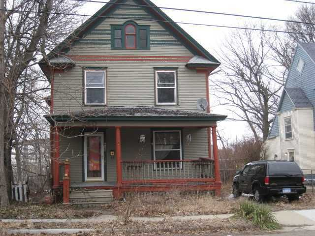 240 Woodlawn Ave - Primary Photo - 1