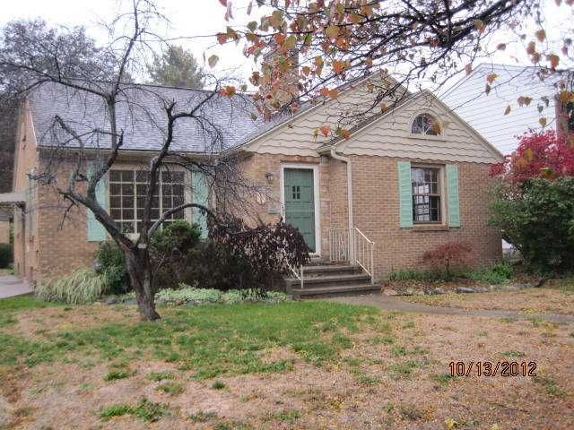 1124 Pershing Dr - Primary Photo - 1
