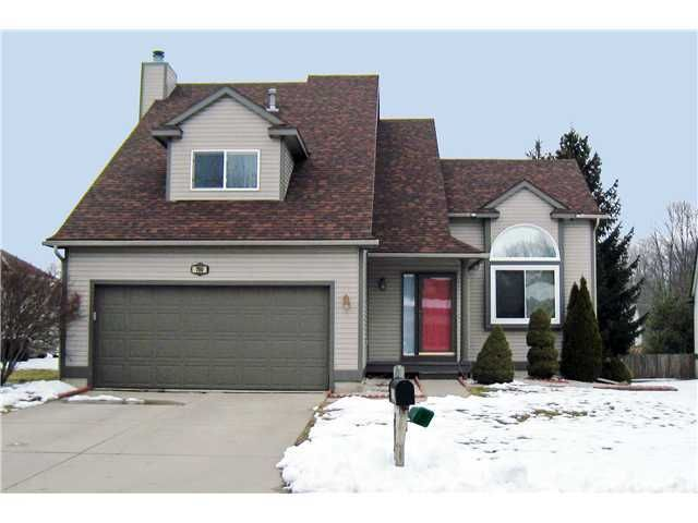 700 Winding River Way - Primary Photo - 1