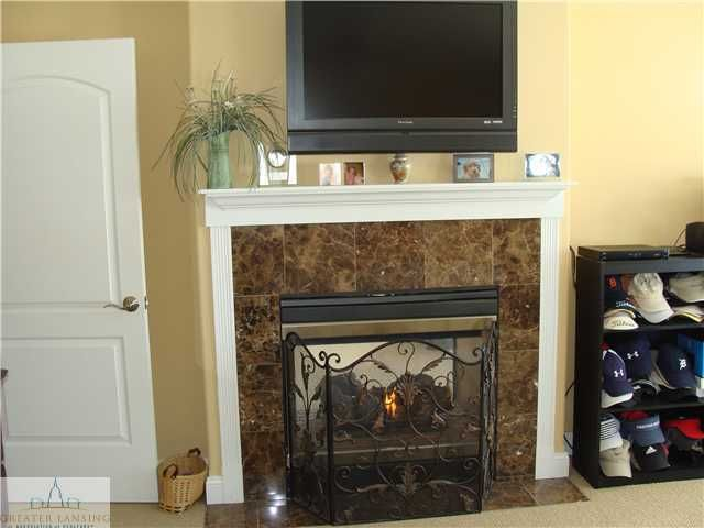 1069 Stonehill Dr - Additional Photo - 9
