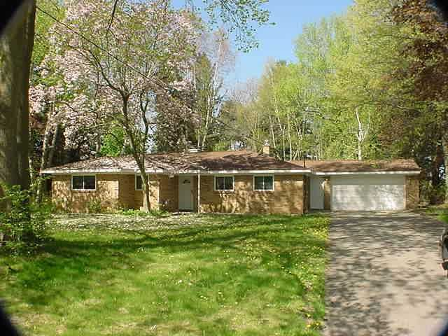 4585 Seneca Dr - Primary Photo - 1