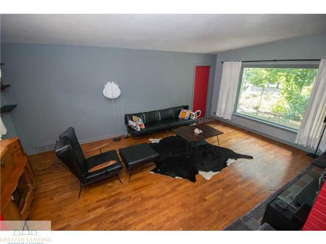 2251 Cumberland Rd - Living Room - 4