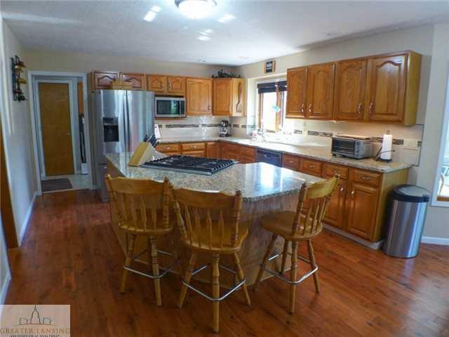 218 Oakwood Dr - Kitchen - 9