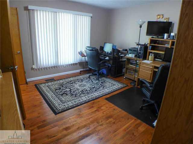 218 Oakwood Dr - Office - 4