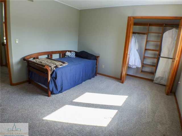 218 Oakwood Dr - Bedroom 2 - 17