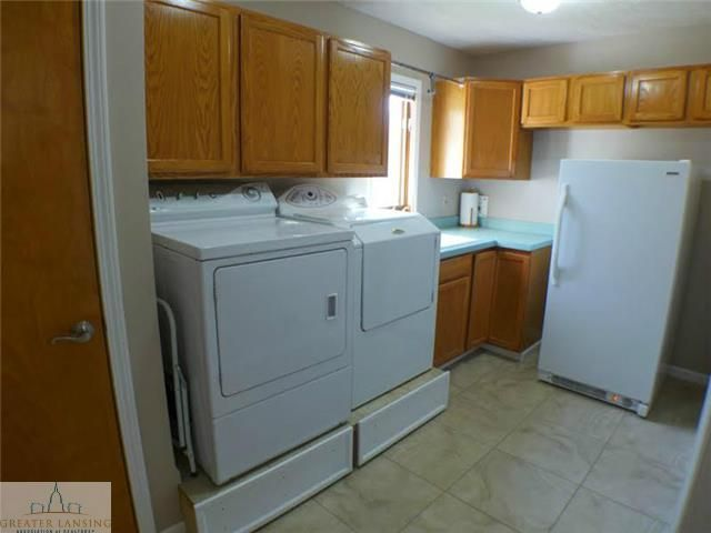 218 Oakwood Dr - First Floor Laundry - 13
