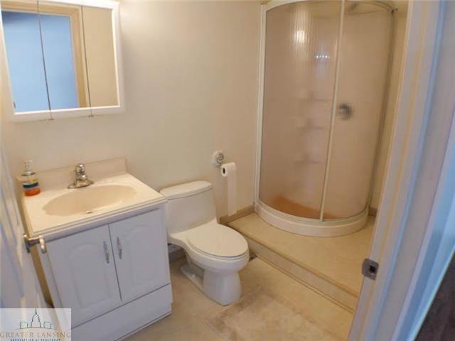 218 Oakwood Dr - Lower Level Full Bath - 20