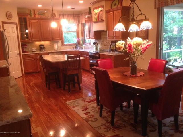 3282 Canopy Dr - Custom KitchenW/Granite Tops & Hardwood - 3