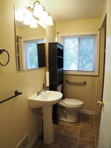 2215 Dillingham Ave - Bathroom - 14