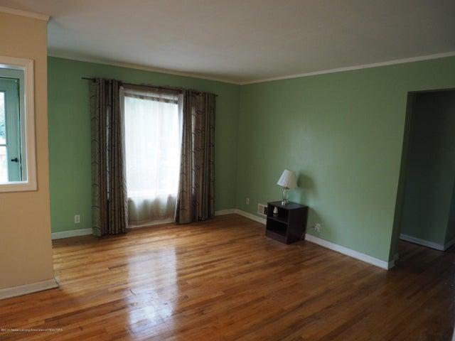 2215 Dillingham Ave - Living Room - 6