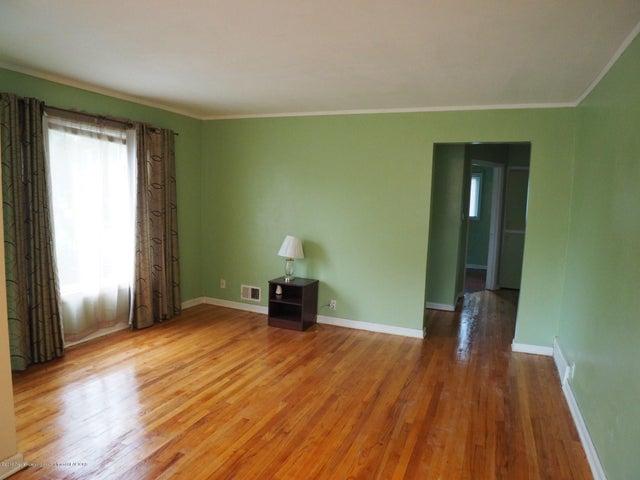 2215 Dillingham Ave - Living Room - 5