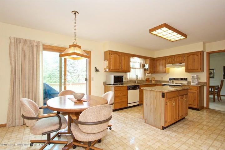 3881 Breckinridge Dr - Kitchen/Dining Room - 9