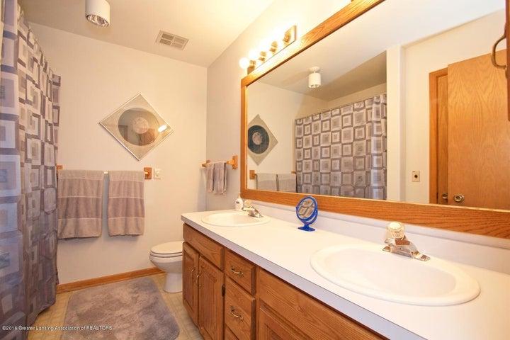 3881 Breckinridge Dr - Bathroom - 15