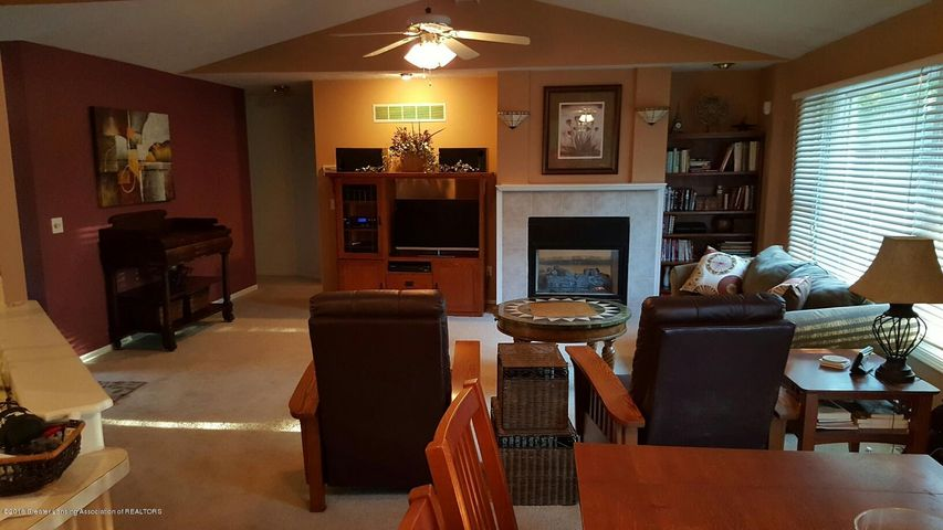 840 S Smith Rd - 6 Living Room 3 - 6
