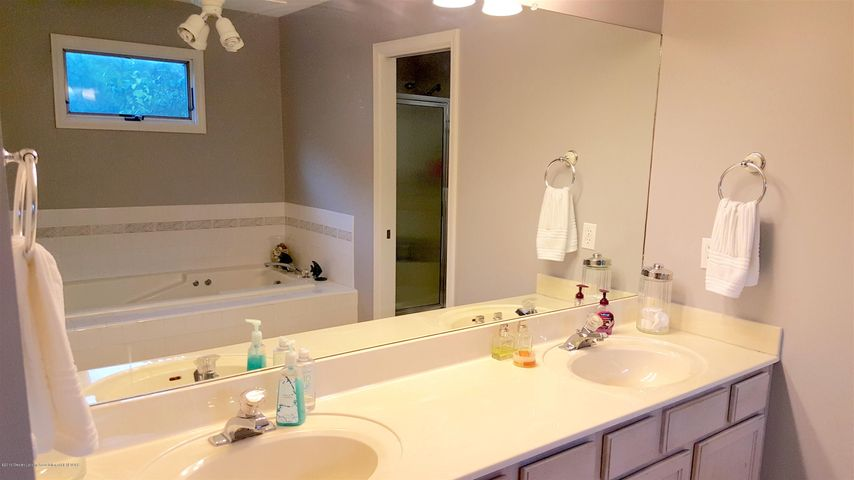 840 S Smith Rd - 14 Master Bath W jacuzzi tub and seperat - 14