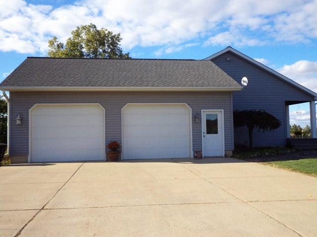3565 Banner Rd - End load 2.5 car garage - 34