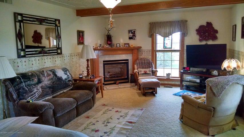 8043 W M 21 - Living Room - 9