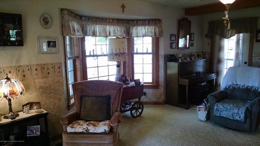 8043 W M 21 - Living Room/ Bay - 11