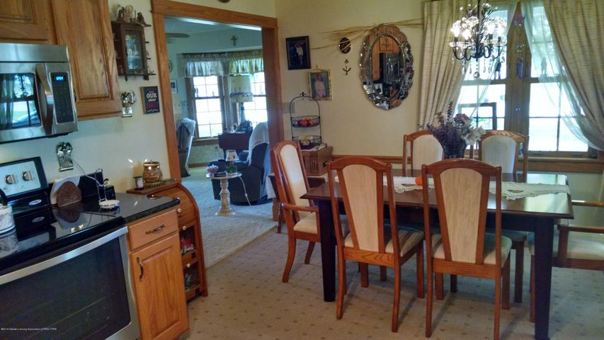 8043 W M 21 - Dining area/ Kitchen - 8