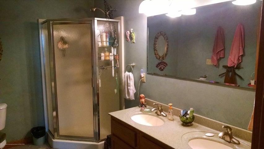 8043 W M 21 - Master Bath - 15