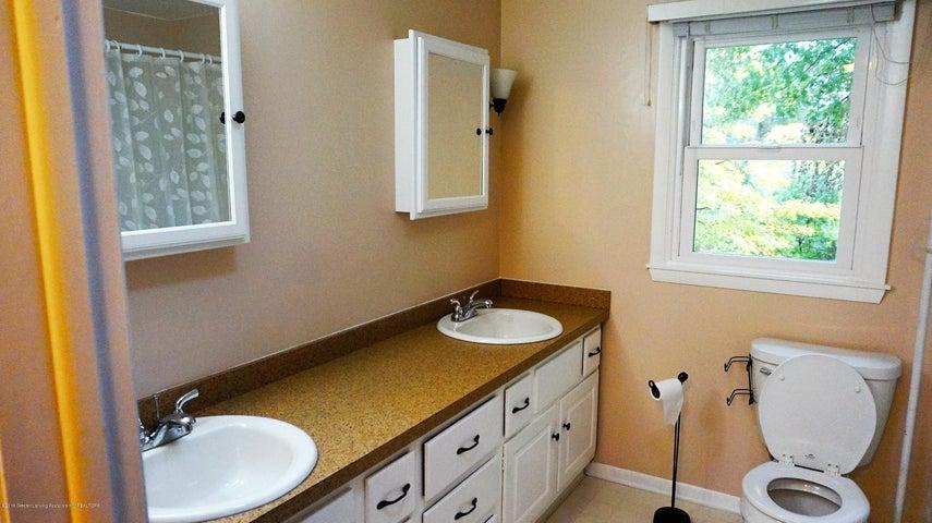1437 Ramblewood Dr - Full Bath 2nd Floor - 10