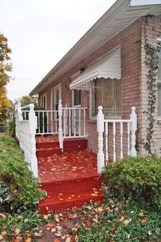 2035 Riverside Ct - Porch - 3
