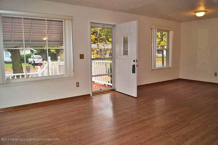 2035 Riverside Ct - Living Room - 4