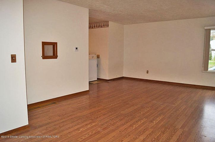 2035 Riverside Ct - Living Room - 7