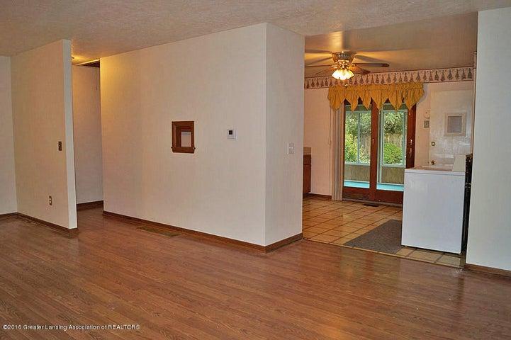2035 Riverside Ct - Living Room - 8