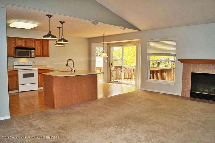 465 Fox Run Ct - Kitchen/Dining - 8