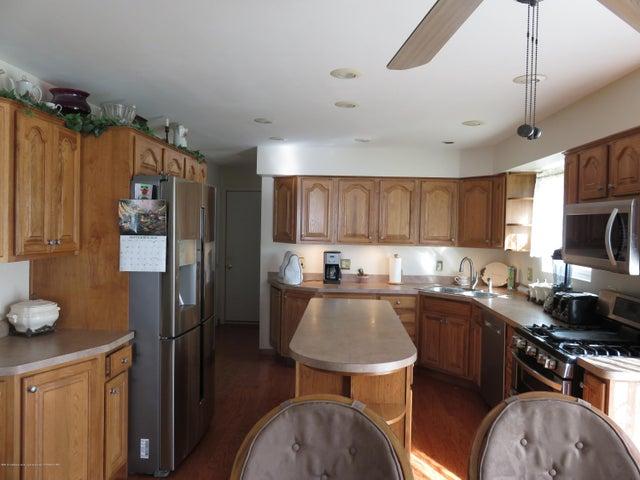 6038 Hart St - Kitchen - 7