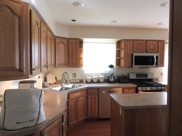 6038 Hart St - Kitchen - 8